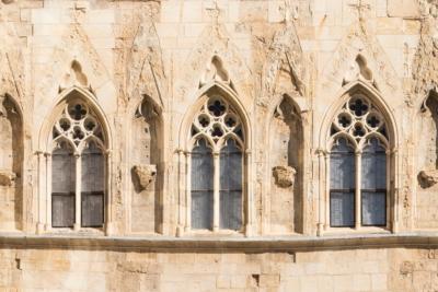 Výtvarná dílna pro dospělé aseniory: Principy aznaky gotiky / Dům UKamenného zvonu