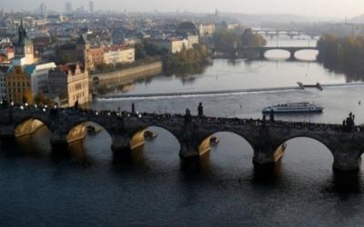 Komentovaná procházka poKarlově mostě (v rámci cyklu přednášek Příběhy pražských soch asousoší)