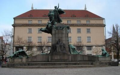 PLNĚ OBSAZENO! Příběhy soch I: Pomník Františka Palackého adílo Stanislava Suchardy