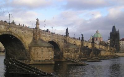 Atributy ajejich význam II, sochy Karlova mostu – workshop pro děti srodiči namateřské arodičovské dovolené
