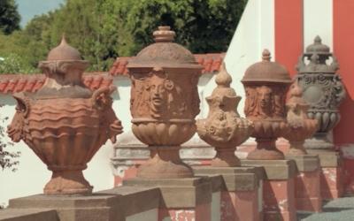 Zdobné vázy afantaskní reliéfy II – workshop pro děti srodiči namateřské arodičovské dovolené / zámek Troja