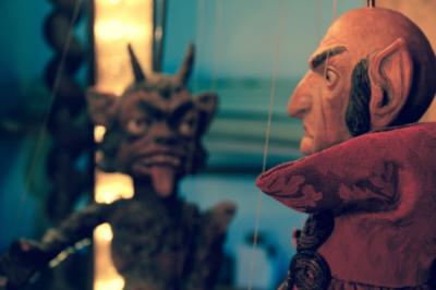 Johan Doktor Faust / puppet theater performance / Handa Gote (cs)