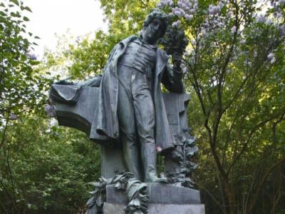Večerní komentovaná procházka poPetříně aokolí (v rámci cyklu přednášek Příběhy pražských soch asousoší)