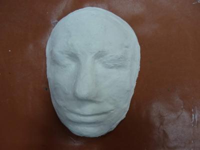 Výtvarná dílna pro dospělé aseniory: Masky, struktury aobjekty (k pomníku Jana Palacha)