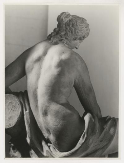 ZRUŠENO! Sobotní výtvarný workshop: Zahalená živá socha / kvýstavě Fešandy zešuplíků. Sudek asochy