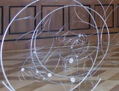 Prostorové objekty II – workshop pro děti srodiči namateřské arodičovské dovolené / kvýstavě Aleš Hnízdil, Jiří Kačer – sochy aobjekty