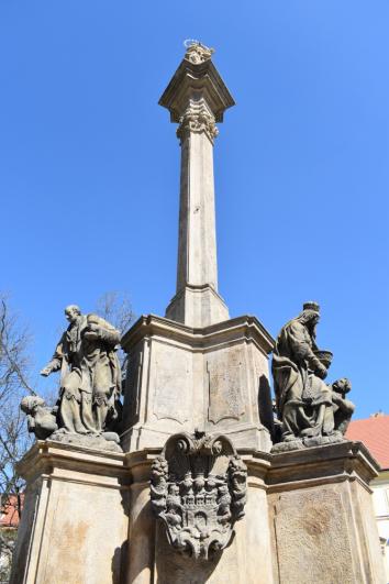 Marian Column, Hradčanské Square