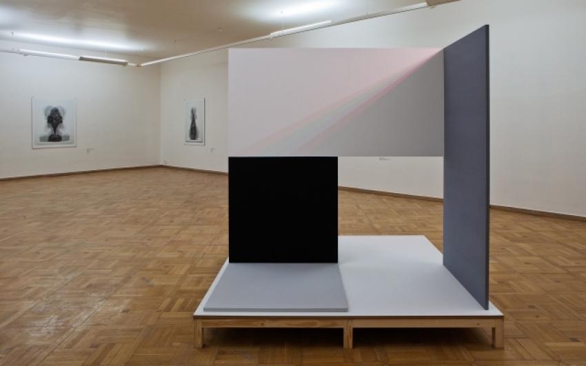 pohled do výstavy Jiří Thýn: Předobrazy, prostor, abstrakce, Staroměstská radnice 2011, foto Tomáš Souček