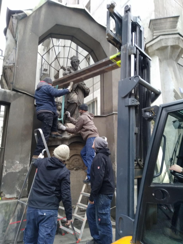 removal of the sculpture of st. John of Nepomuk from the pedestal, Spálená Street, Prague 1