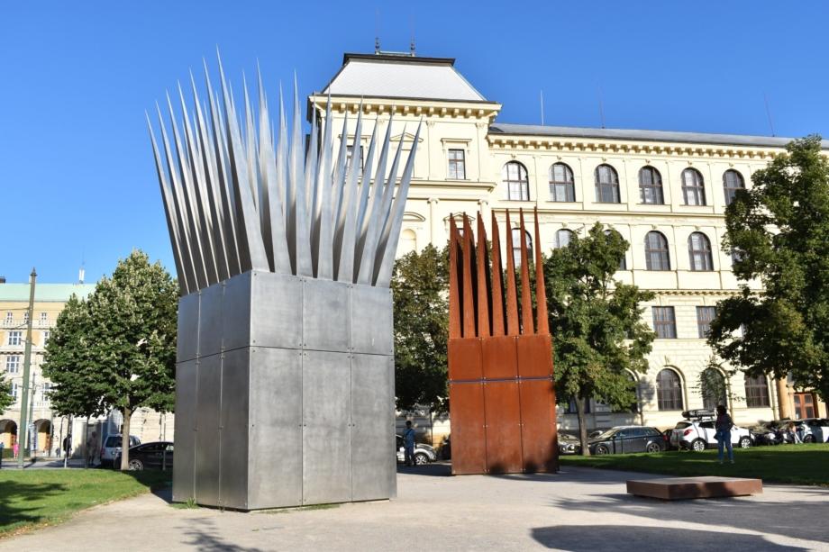 Pomník Jana Palacha – Dům matky a Dům syna, Alšovo nábřeží, Praha 1