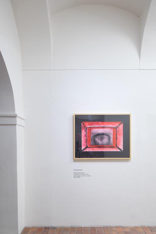 pohled do výstavy The Reunion of Poetry and Philosophy / Zhang Xiaogang & Wang Guangyi, Dům U Kamenného zvonu, 2018. Foto Tomáš Souček