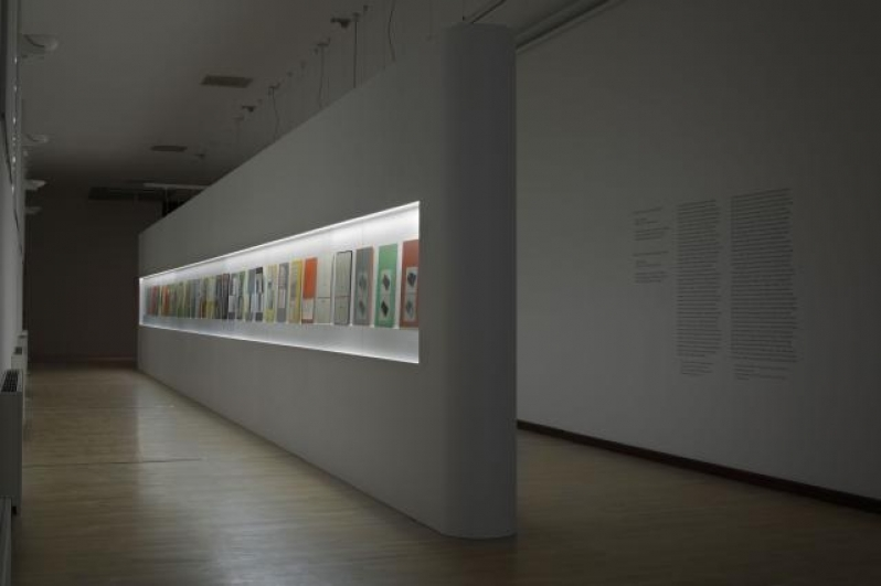 pohled do výstavy Obrazy a předobrazy, Městská knihovna, 2. patro, 2013. Foto Tomáš Souček