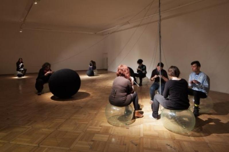 pohled do výstavy Pavla Sceranková: Žena na Měsíci, Staroměstská radnice, 2013. Foto Tomáš Souček