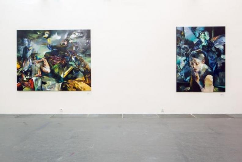 pohled do expozice Pavla Vašíčka, zleva: Bez kůže v kůži, Třpytivost samoty, 2012. Foto Tomáš Souček