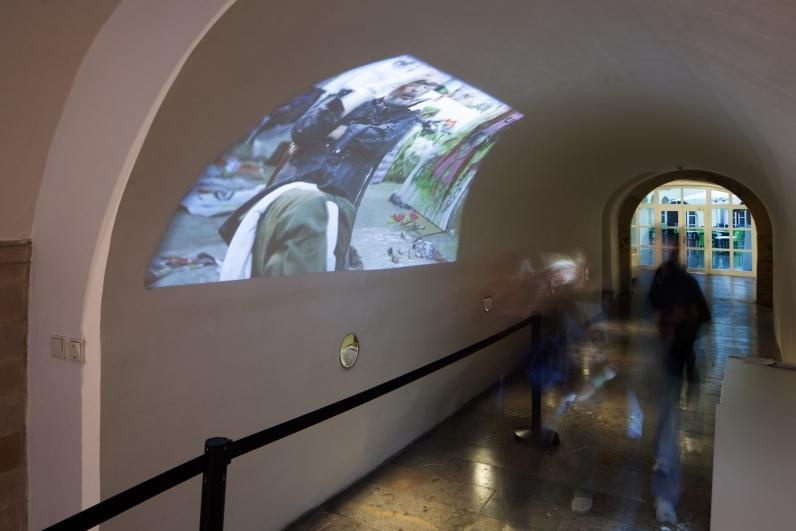 pohled do výstavy Kateřiny Zochové, Dům U Zlatého prstenu, 2014. Foto Tomáš Souček