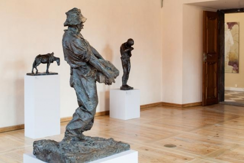 Pohled do výstavy Vášeň, sen a ideál, Zámek Troja, 2014. Foto Tomáš Souček