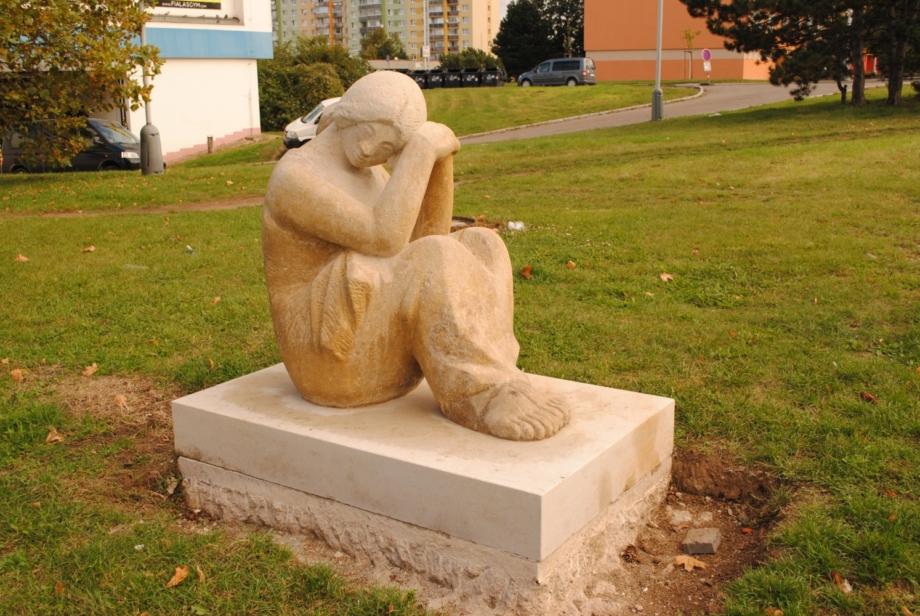 Lubomír Růžička, Sedící dívka, 1984 – stav po restaurování