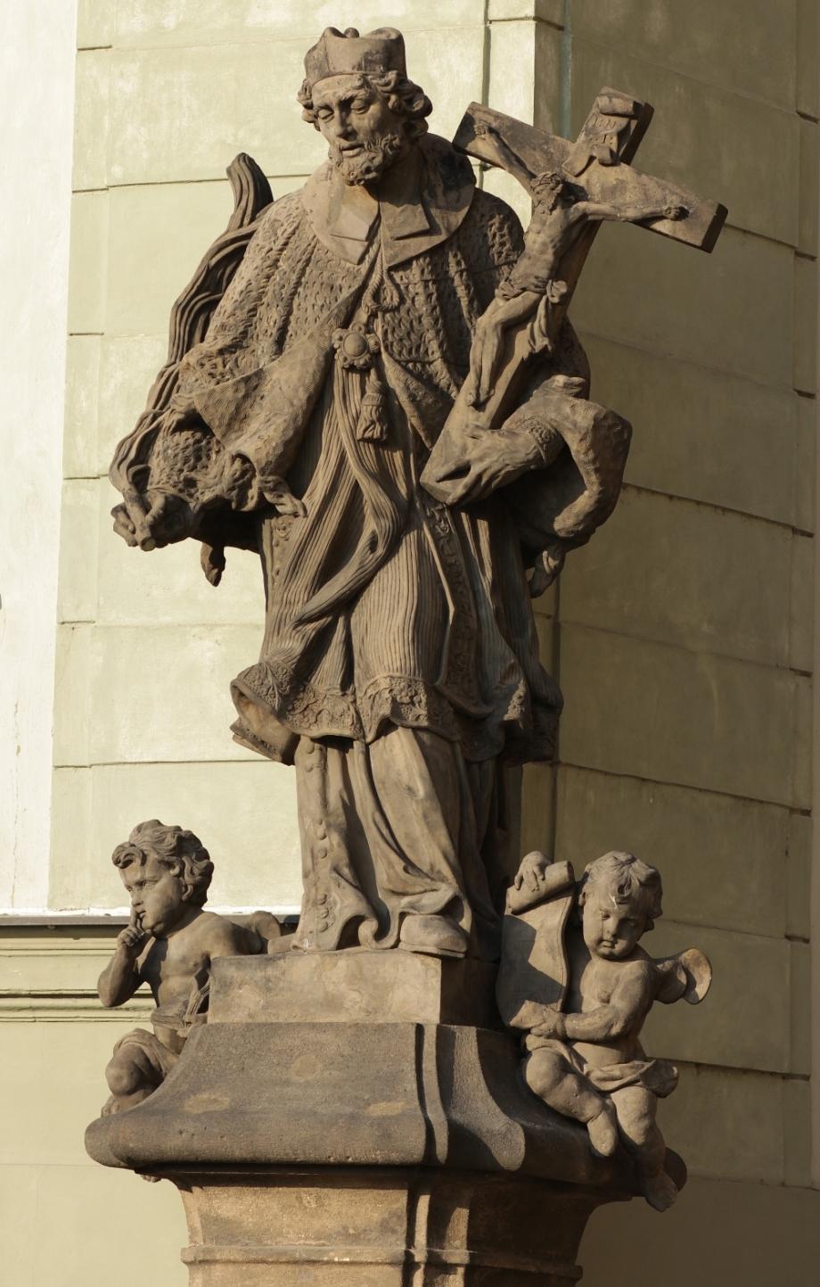 Sv. Jan Nepomucký detail – stav před restaurováním, Radniční schody, Praha 1