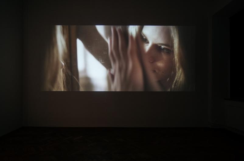 pohled do výstavy Klára Vystrčilová: Alone in Babylone, Colloredo-Mansfeldský palác 2014. Foto Tomáš Souček