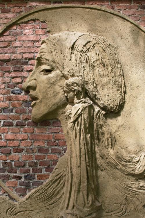 detail reliéfu na domě Františka Bílka v Chýnově. Foto Oto Palán