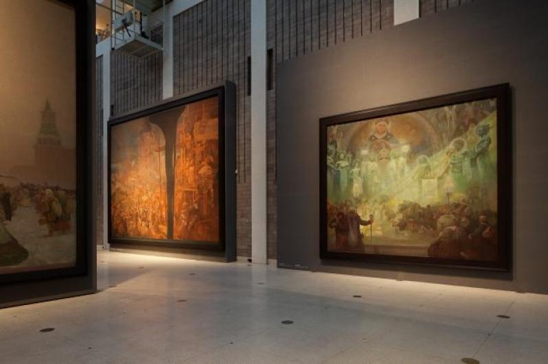 pohled do výstavy Alfons Mucha: Slovanská epopej, Veletržní palác, 2012. Foto Tomáš Souček