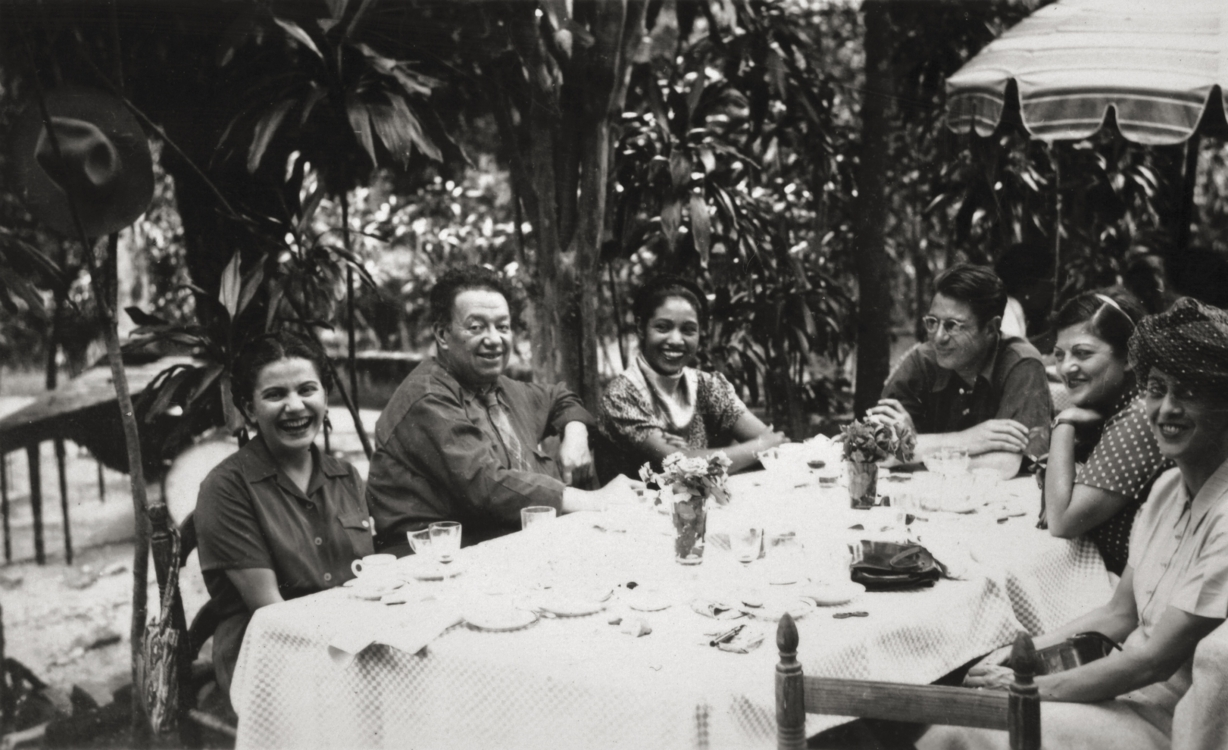 Frida and Diego with friends, Anonymous, ca. 1945 © Frida Kahlo Museum