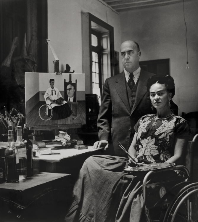 Frida Kahlo with the doctor Juan Farill, by Gisèle Freund, 1951 © Frida Kahlo Museum