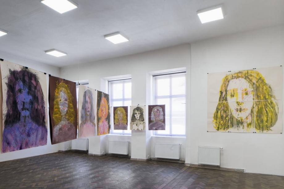 pohled do výstavy Erika Bornová: Šílenství je stráž noci, Colloredo-Mansfeldský palác, 2021. Foto Tomáš Souček