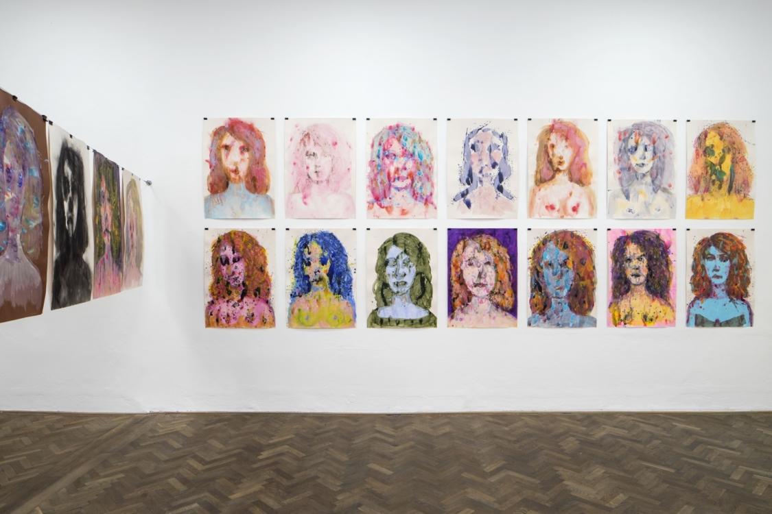 pohled do výstavy Erika Bornová, Šílenství je stráž noci, Colloredo-Mansfeldský palác, 2021. Foto Tomáš Souček