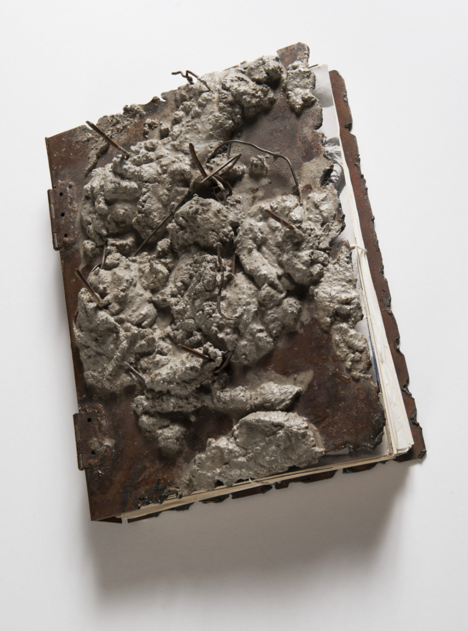 Milan Knížák, Kniha dokumentů, počátek 70. let 20. století, kombinovaná technika, kov, papír, 31×22×11 cm