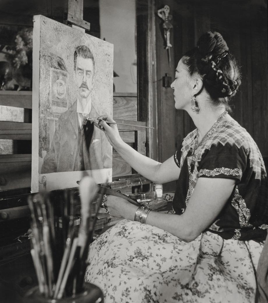 Frida maluje portrét svého otce, Gisèle Freund, 1951. © Muzeum Fridy Kahlo