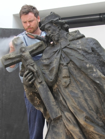 The restoration process – basic cleaning using regulated steam and brushes