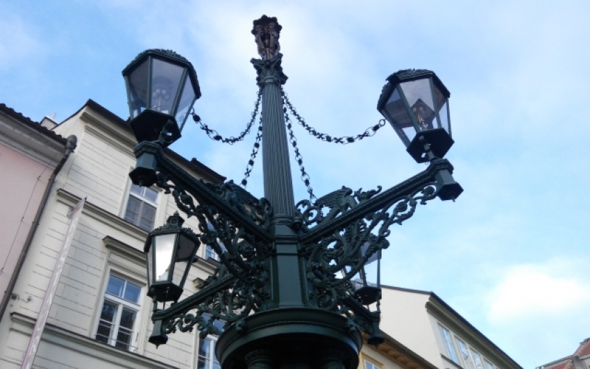Restoration of a Historical Lamp-post