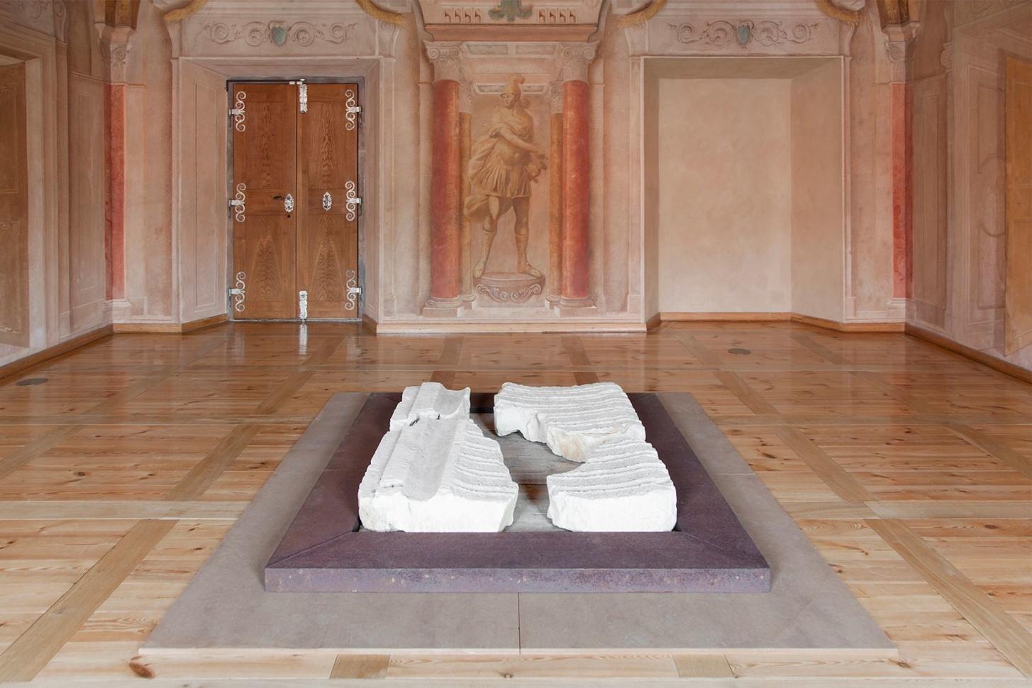 view to the exhibition Aleš Hnízdil, Jiří Kačer – Sculptures and Objects, Troja Château, 2019. Photo by Barbora Fastrová
