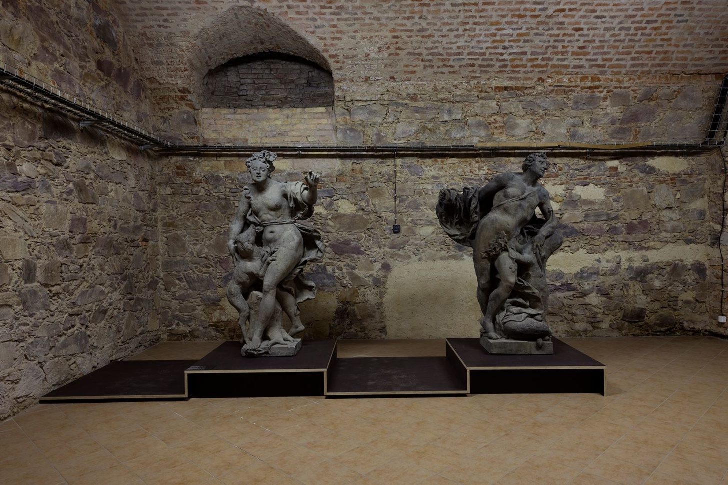 view into the exhibition Stone Treasures from Prague Gardens, Troja Château, 2018. Photo by Jiří Thýn
