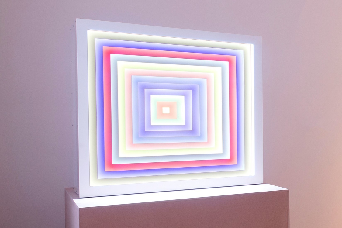 pohled do výstavy Transformace geometrie / Sbírky Siegfried Grauwinkel, Berlín a Miroslav Velfl, Praha, Městská knihovna, 2. patro, 2019. Foto Jiří Thýn