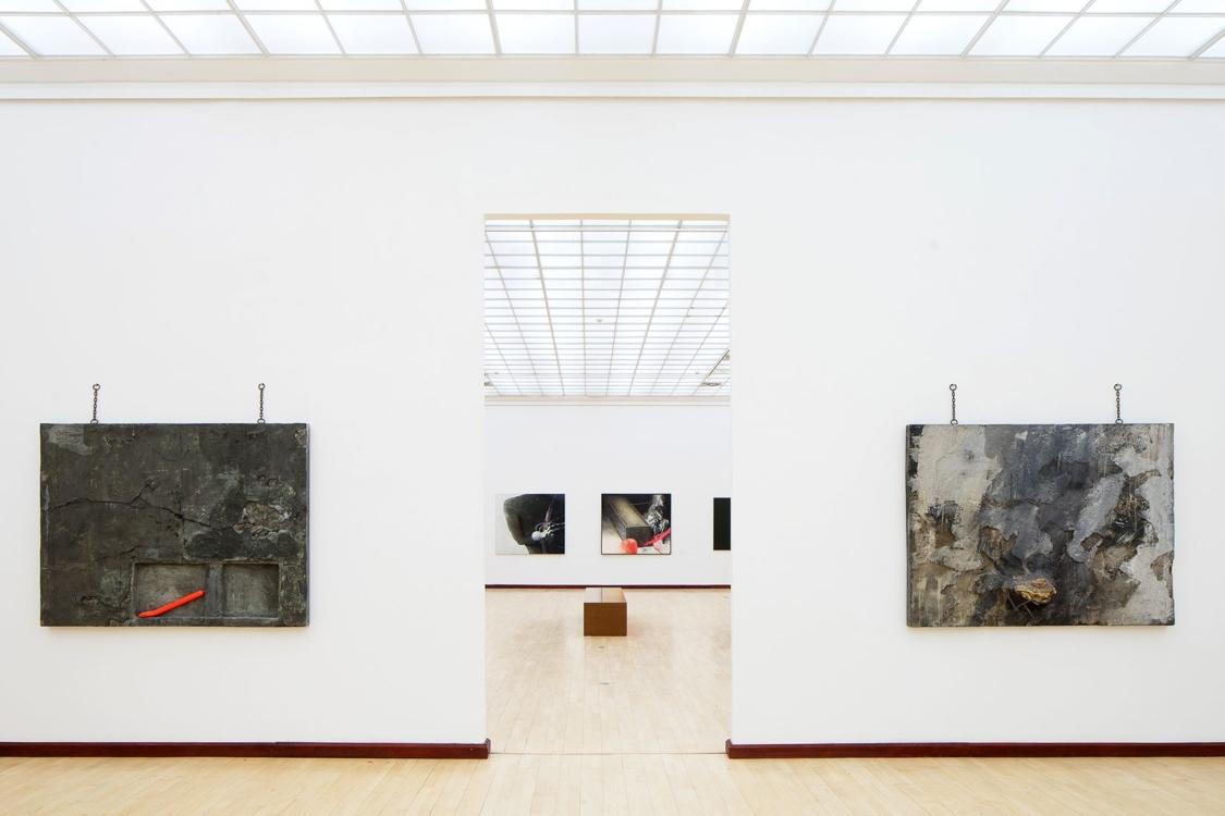 pohled do výstavy Bedřich Dlouhý: Moje gusto, Městská knihovna, 2. patro, 2019. Foto Tomáš Souček