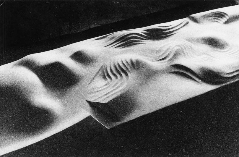 Magdalena Jetelová, Superplastika (nedokončeno), 1981, landart, Jižní Město – Centrální park