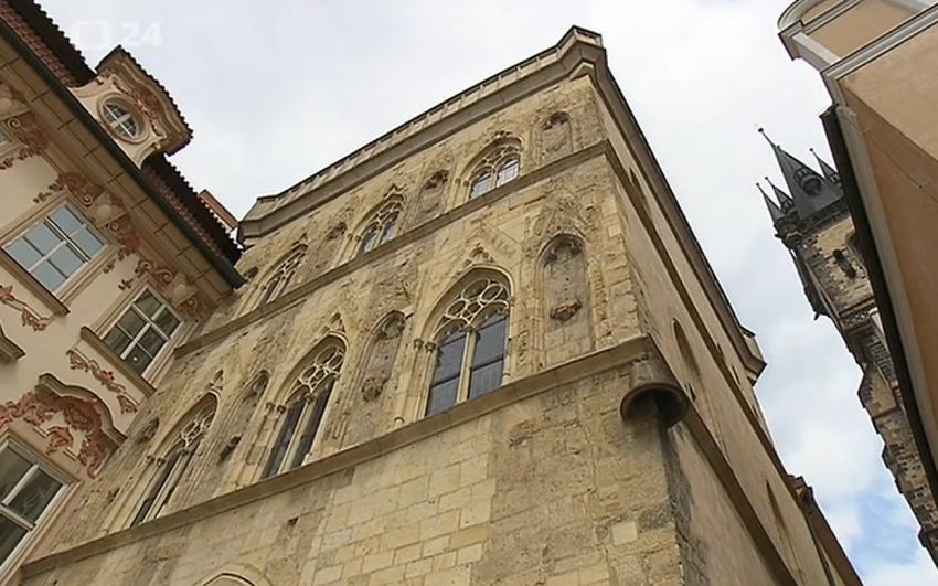 fasáda Domu U Kamenného zvonu, Staroměstské náměstí v Praze