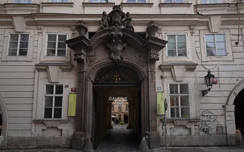 Colloredo-Mansfeldský palác, vchod.