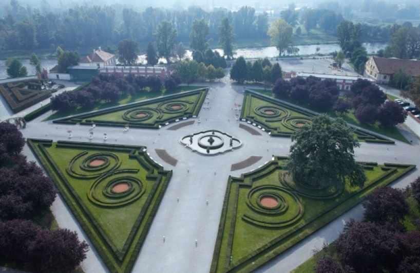 Troja Château, garden