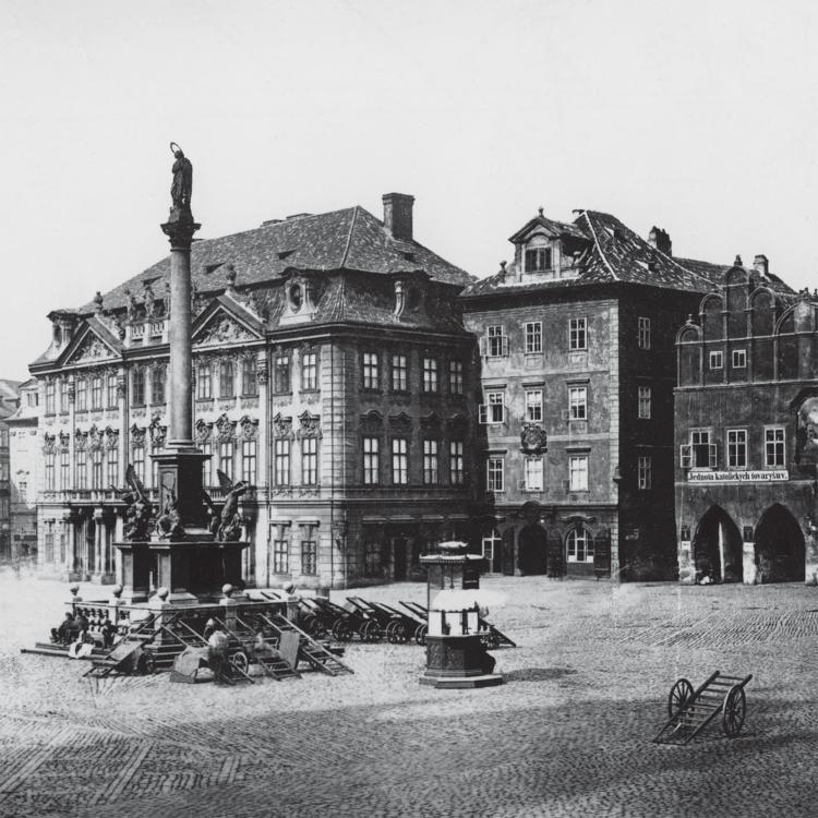 Dům U Kamenného zvonu na Staroměstrském náměstí. Dobové foto