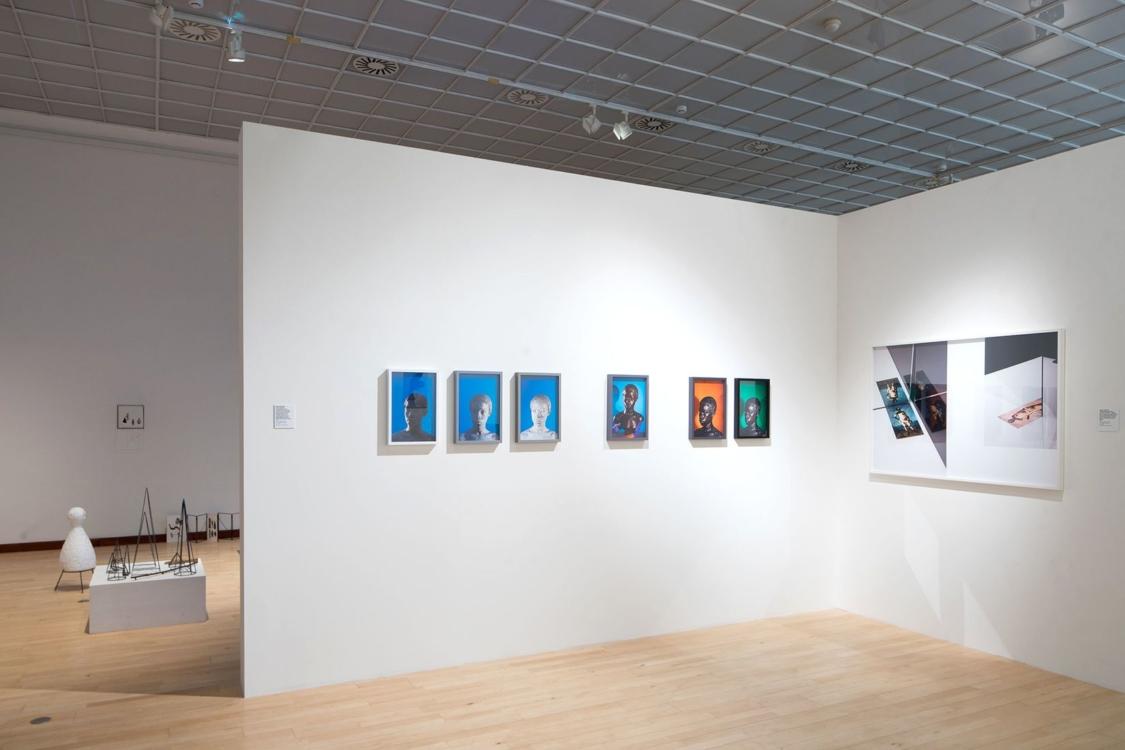 pohled do výstavy Nová díla ve sbírkách GHMP, Městská knihovna, 2. patro, 2018. Foto Tomáš Souček