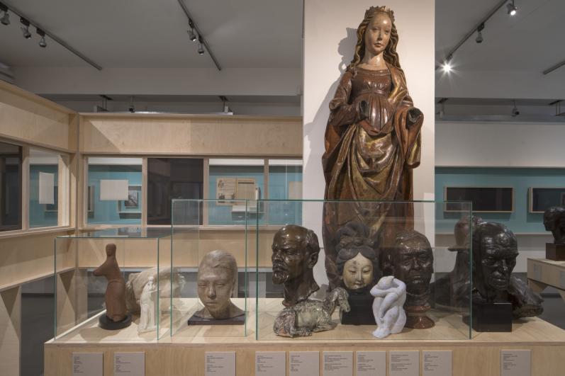 pohled do výstavy Fešandy ze šuplíků. Sudek a sochy. Foto Tomáš Souček.