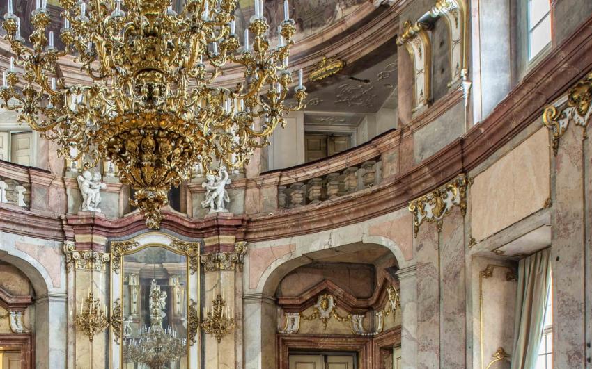 barokní výzdoba v tanečním sále Colloredo-Mansfeldský palác