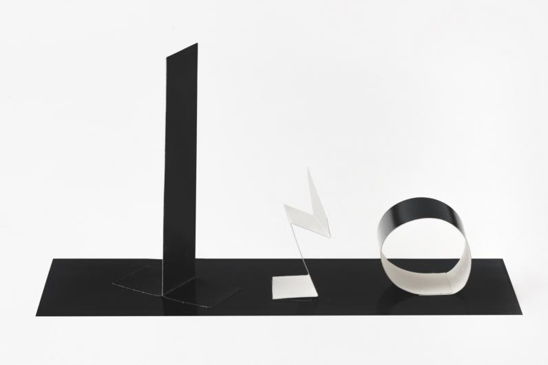 Květa Pacovská, papírová socha černobílá, 70. léta 20. století