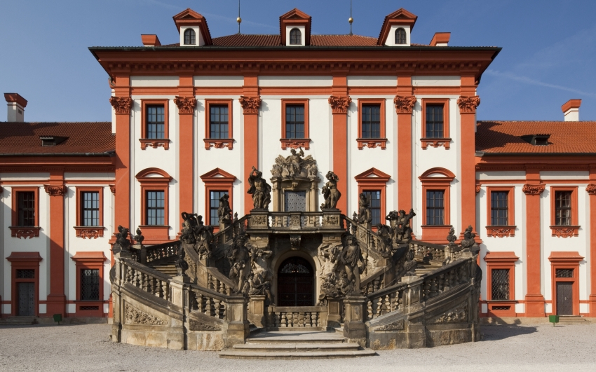 barokní schodiště v zahradě zámku Troja