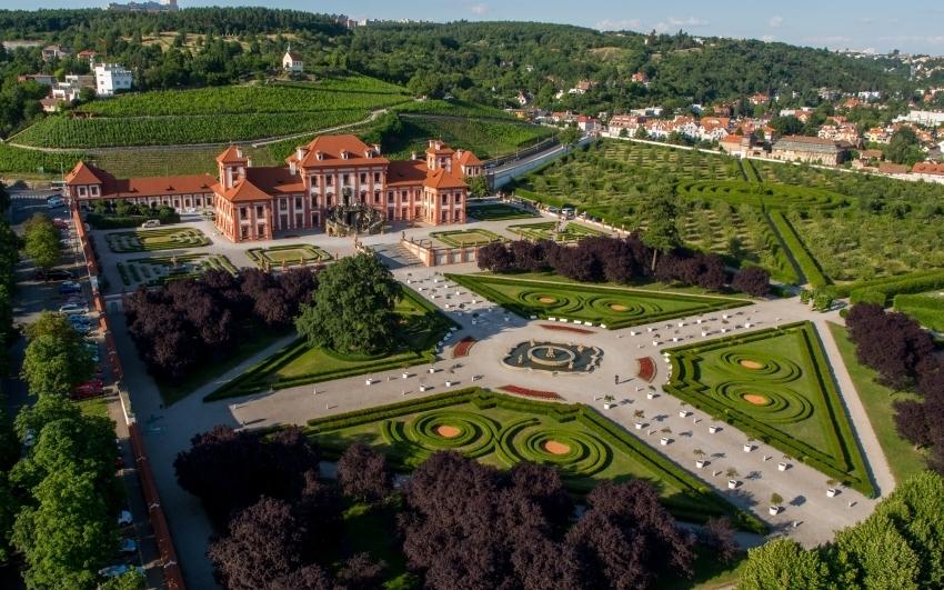 Trojský zámek se zahradou