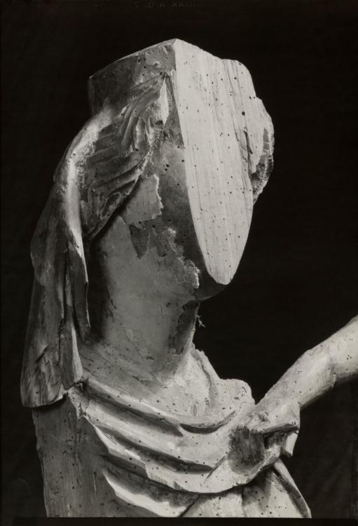 Josef Sudek, [Madona z Kamenného Újezda, kol. 1430], asi 1935, soukromá sbírka akad. arch. Josefa Wagnera ml.