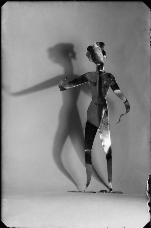 Josef Sudek, [František Tröster–žáci, Reklamní kovová figura, asi 1935], 1935. Ústav dějin umění AV ČR